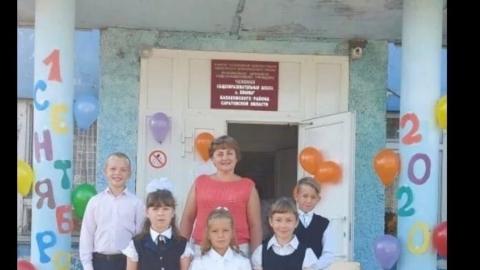 В школе под Балаково вместо аварийного козырька отремонтировали туалет