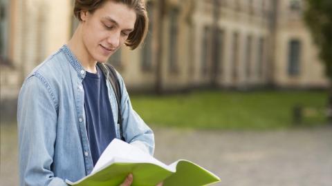 В Саратове Сбербанк выдал первый образовательный  кредит с господдержкой по сниженной ставке