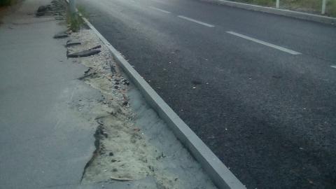 «Закрадывается мысль про освоение денег»: саратовцы жалуются на недоделанные тротуары