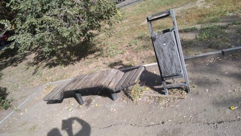 Соцсети возмущены беспорядком в сквере на Астраханской