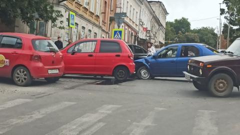 Тройная авария стала причиной пробок в центре Саратова