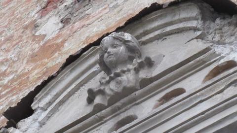 Дом с ангелами на Мичурина и Соборной среди бела дня лишился крыши | Видео