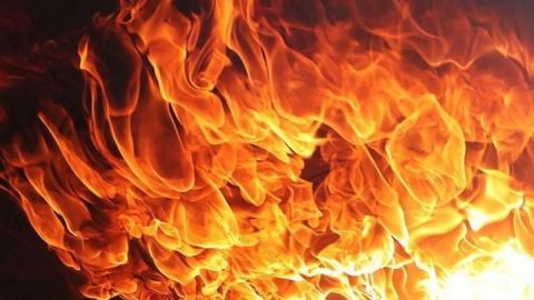 Две машины сгорели ночью в Вольске
