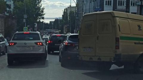 Авария с инкассатором спровоцировала пробку на Радищева