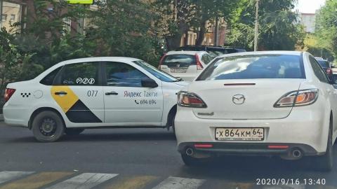 Улица Мичурина «стоит» из-за ДТП с участием такси