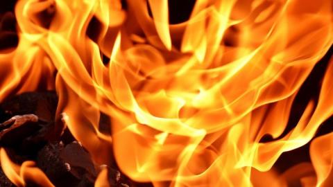 Крыша дома в Вольске чуть не сгорела из-за сварки