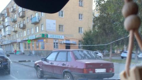 Водители Заводского района жалуются на припаркованное на проезжей части авто