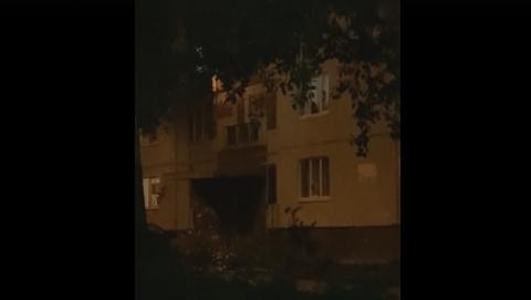 «Неадекватный» житель Балакова попался за битьем окон | ВИДЕО