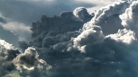 Окутавшее Саратов серое небо разверзнется днем