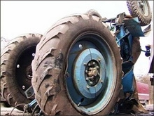 Тракторист устроил аварию на улице села