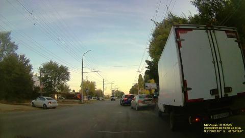 «ГАЗель» помяла две машины на Буровой | ВИДЕО