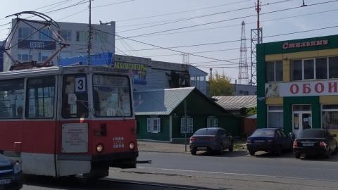 Трамваи стоят из-за ДТП с такси