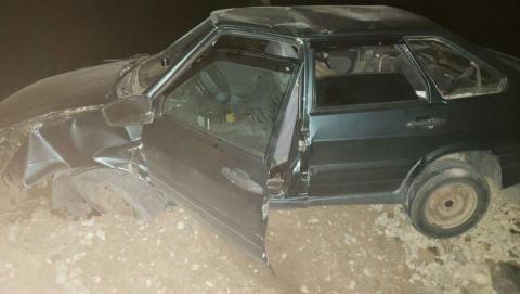 Девушка пострадала при столкновении «четырки» с отбойником в Федоровском районе