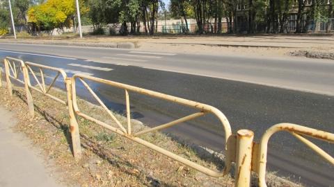 Администрация Саратова сэкономила деньги на покраске «желтых заборчиков»