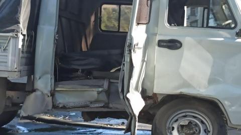«ГАЗель» влетела в грузовик с рабочими в Октябрьском районе
