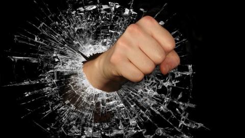 В Заводском районе разыскивают группу парней, избивших подростков