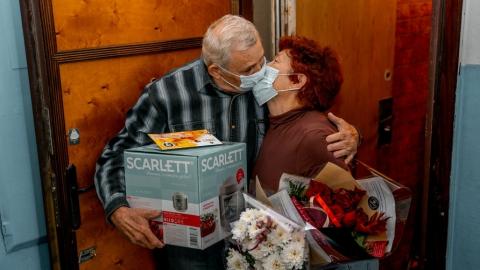 Работники Саратовского НПЗ поздравили ветеранов с Днем пожилого человека