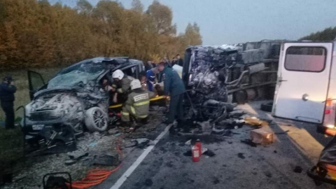 Годовалая девочка погибла с в ДТП с двумя грузовиками