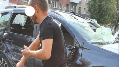 Очевидцам ДТП удалось спасти водителя перевернувшейся машины