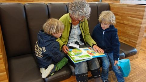 Депутаты предложили узаконить права бабушек и дедушек на воспитание внуков