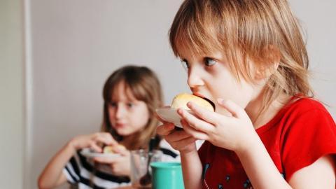 В школьных столовых Саратова нарушают рацион питания учеников