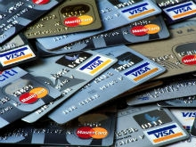 Сотрудник саратовского банка обналичивал зарплатные карты клиентов