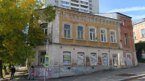 Напротив «Теремка» разрушается памятник культуры