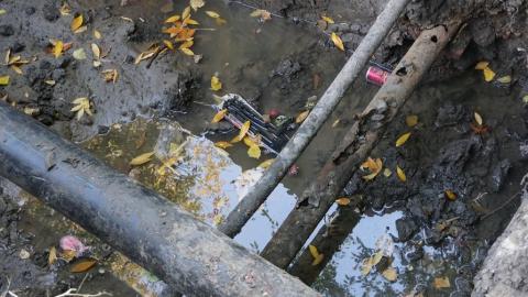 КВС прокладывает на Электронной новый водопровод
