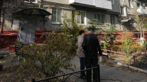 Саратовчанка выкинула из окна четвертого этажа своих двоих детей | 18+