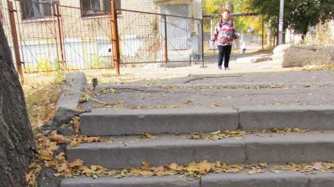 Саратовцы ломают ноги на разрушенной лестнице без перил