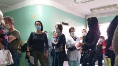 Саратовцев возмутили очереди и отсутствие санитайзеров в поликлинике в Солнечном районе