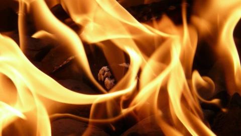 Шестерых детей пришлось спасать от огня в Волжском районе