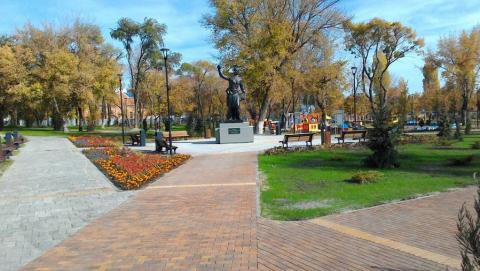 Для комфортных прогулок: «Ростелеком» обеспечил цифровыми сервисами саратовский сквер