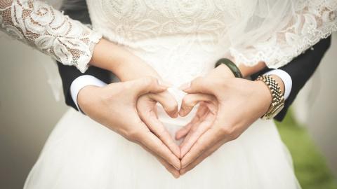 ЗАГС объявил начало регистрации на ночные свадьбы