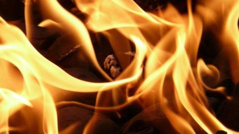 Офисное здание загорелось в Саратове