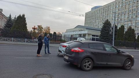 Утреннее ДТП у Правительства области произошло с участием такси
