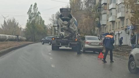 Бетономешалка стала участником аварии у рынка «Северный»
