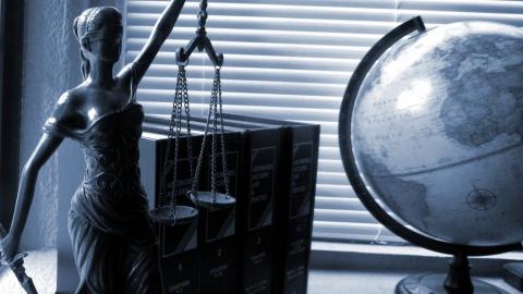 Юристы и топ-менеджеры: кому сейчас нелегко с работой