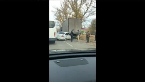 Lada впечаталась в грузовик у рынка Северный | Видео