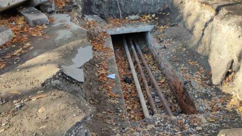 Саратовец пожаловался на опасную коммунальную яму у подъезда