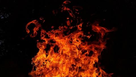 Двух пенсионеров спасли из огня на Шехурдина