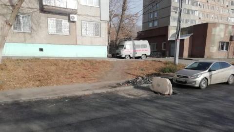 Опасный люк в Кировском районе так и не закрыт: на него поставили очередной знак