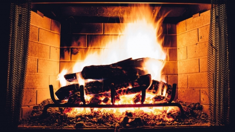 Сразу два дома в Саратовской области загорелись из-за неполадок с печью