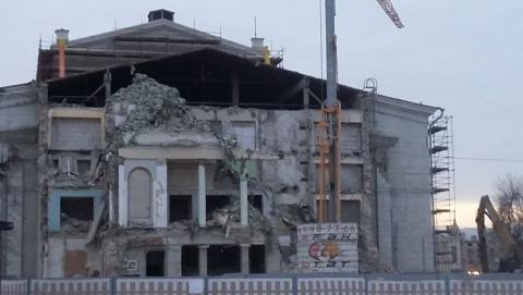 Колонны саратовского театра оперы и балета сломали