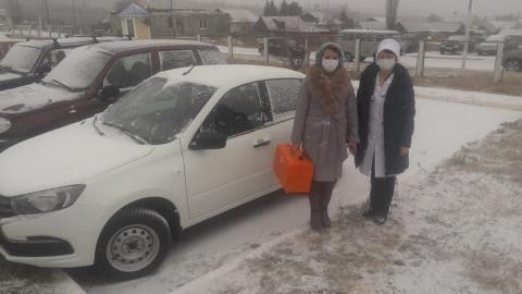 Воскресенская райбольница получила автомобиль при поддержке Николая Панкова