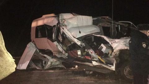 Девушка погибла в страшном ДТП в Марксовском районе. Грузовик врезался в междугородний автобус