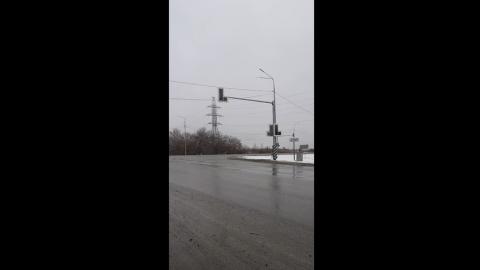 Светофор на Песчано-Уметском тракте включили, показали телевизионщикам и выключили | ВИДЕО