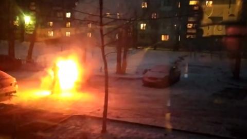 Пылающая машина в Ленинском районе | ВИДЕО