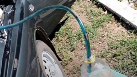 В Саратовской области воры начали сливать бензин из машин