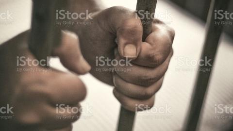 Пожилой мужчина осужден на три года за растление малолетней | 18+